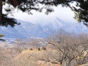 ชมวิวเทือกเขาแอลป์ญี่ปุ่นตอนเหนือจากจุดชมวิวที่สวนสาธารณะแอลป์
